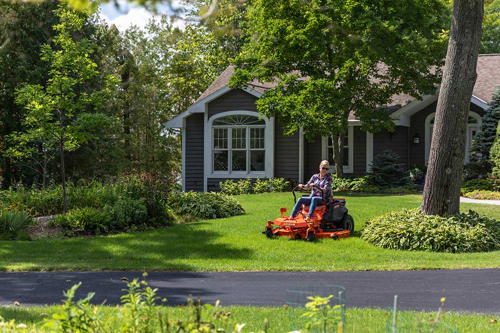 Zero-Turn Mower vs Ride-on Lawn Mower: A Modern Argument